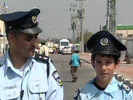 ילד שנפצע מקסאם שוטר ליום אחד (חדשות 2) (צילום: חדשות 2)