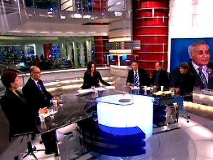 פנל אולפן החדשות במהלך נאומו של משה קצב (חדשות 2) (צילום: חדשות 2)