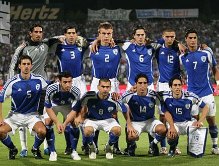 נבחרת ישראל בתמונה קבוצתית (צילום: תומר גבאי, מערכת ONE)