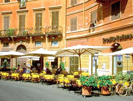 רומא: בית קפה בפיאצה נובה (צילום: Medioimages/Photodisc, GettyImages IL)