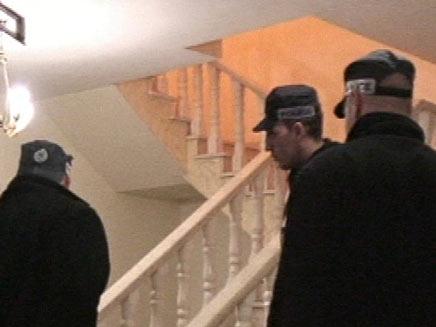 פשיטת משטרה (צילום: חדשות 2)