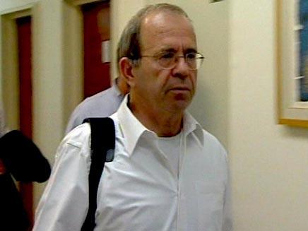 עופר דקל בדרכו לישיבת הממשלה (חדשות 2) (צילום: חדשות 2)
