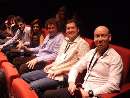 חן שילוני עם הבמאי של הסרט, הכותב והצלם (צילום: mako)