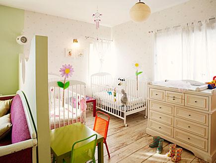 חדר הילדים,מיטות ושידה (צילום: רני לוריא)