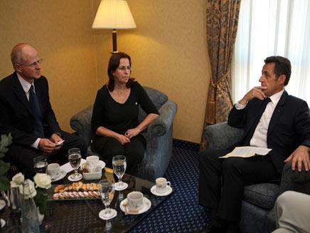נועם ואביבה שליט בפגישה עם נשיא צרפת ניקולא סרקוזי (צילום: רויטרס)