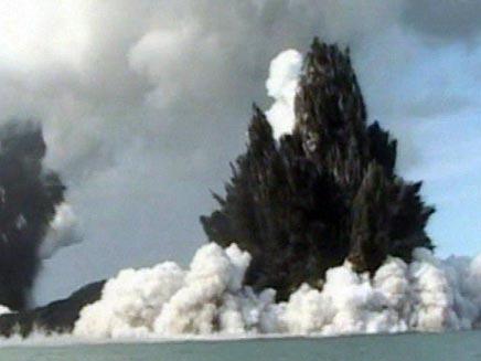 הר געש מתפרץ (צילום: חדשות 2)