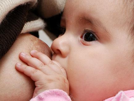 תינוק יונק (צילום: Anpet2000, Istock)