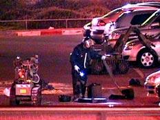 צוותי החבלה בקניון לב המפרץ לאחר שנמצא מטען חבלה (צילום: חדשות 2)