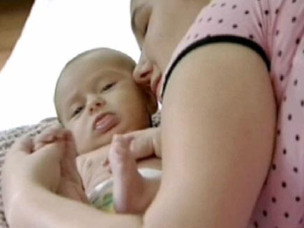 אם ובנה הפעוט (צילום: חדשות 2)