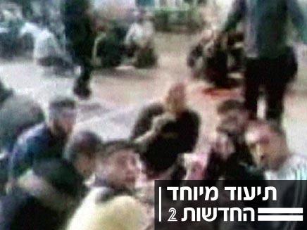 אסירים מתלוצצים על מצבו של גלעד שליט (חדשות 2) (צילום: חדשות 2)