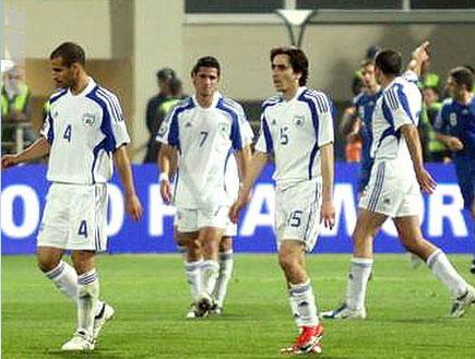 נבחרת ישראל מאוכזבת (צילום: גיא בן זיו, מערכת ONE)