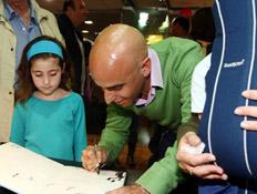 אסף הראל מוציא ספר ילדים (צילום: עודד קרני)
