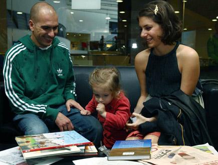 אסי כהן ודפנה לוסטיג בהשקת ספר הילדים של אסף הראל (צילום: עודד קרני)