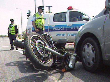 אופנוען נהרג בהתנגשות עם כלי רכב פרטי. ארכיון (צילום: חדשות 2)