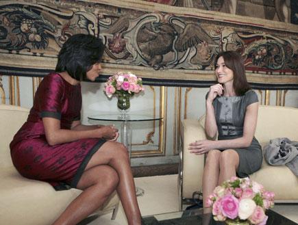 מישל אובמה וקרלה ברוני (צילום: Handout, GettyImages IL)