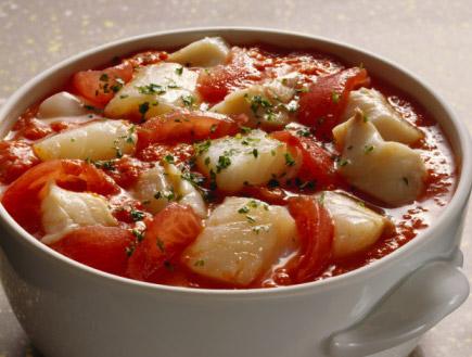 סיר דג ברוטב עגבניות (צילום: Eising, GettyImages IL)
