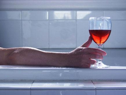 יין אדום בספא (צילום: istockphoto)