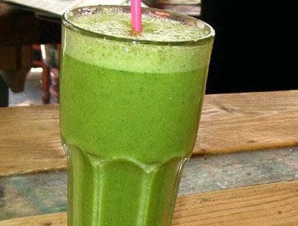 שייק ירוק לאסי טבעוני של בודהה בורגר (יח``צ:  יחסי ציבור )