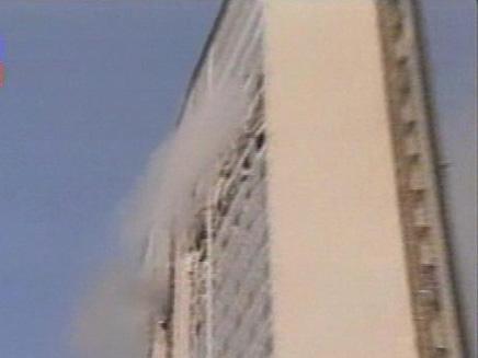 מטוס התרסק לתוך גורד שחקים  - כותרות עבר (צילום: חדשות 2)