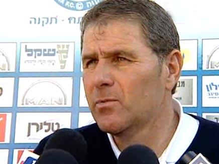 אלי גוטמן מאמנה של הפועל תל אביב (ערוץ הספורט) (צילום: חדשות 2)