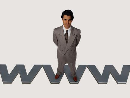 איש עומד על www (צילום: Ryan McVay, GettyImages IL)