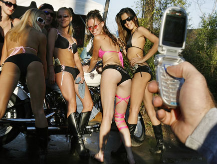 שש בנות אופנוע אחד (צילום: Chip Somodevilla, GettyImages IL)