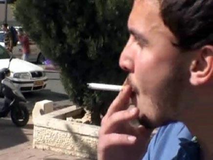 גבר מעשן - משאל רחוב על העלאת המחירים של הסיגריות (צילום: חדשות 2)