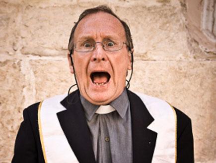 כומר מזועזע (צילום: MoreISO, Istock)