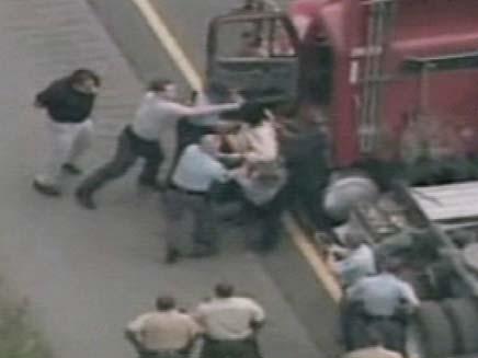מרדף אחר משאית (צילום: CNN)