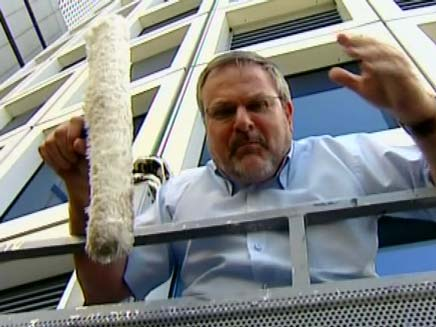 מנחם הורוביץ - ניקוי חלונות (צילום: חדשות 2)