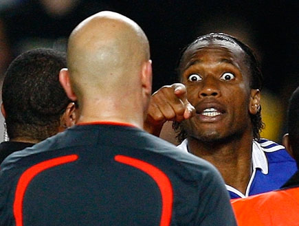 דרוגבה צועק על טום הנינג (צילום: רויטרס)