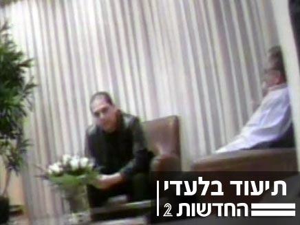 גיא וייסמן מתוודה לעיני המצלמות (צילום: חדשות 2)