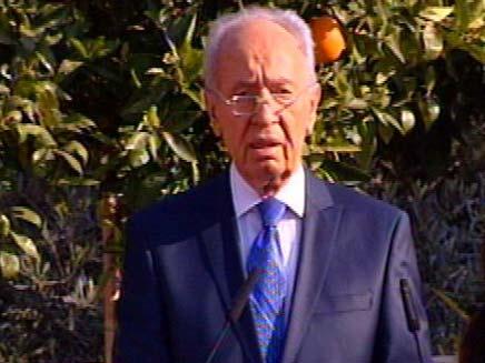 שמעון פרס נשיא המדינה נואם בחצר משכנו (צילום: חדשות 2)