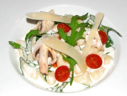 ניוקי ברוטב גבינות של מסעדת לבן