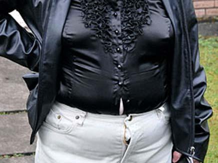 סוזן בויל עם רוכסן פתוח (צילום: the sun)