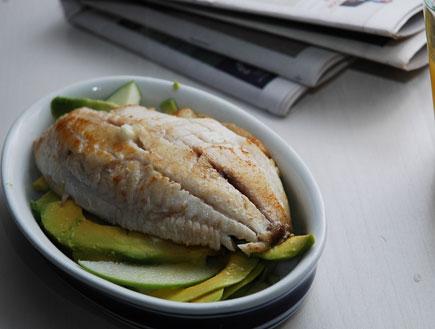 דג בתפוח ואבוקדו (צילום: עמרי אנדרס צורף)