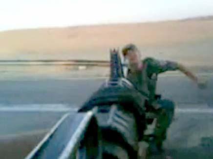 """תיעוד של חיילים משחקים את המשחק """"דום"""" (צילום: חדשות 2)"""