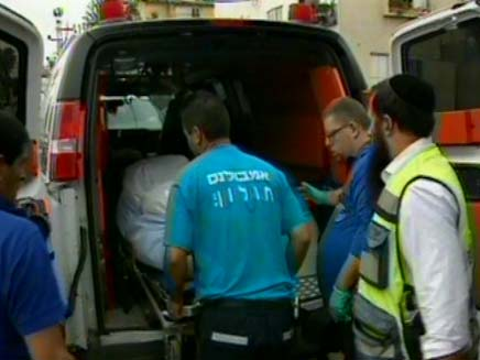 גופתה של מרסל מעודה באמבולנס (צילום: חדשות 2)