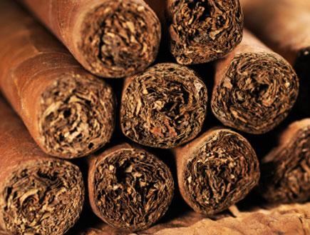סיגרים בערימה (צילום: istockphoto)