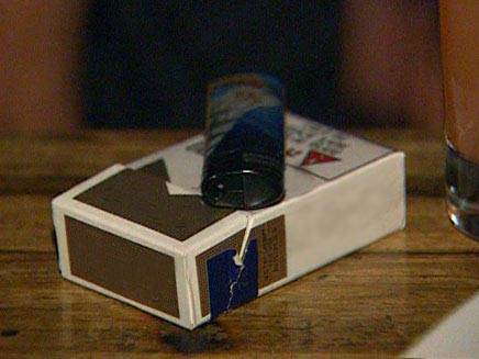 קופסת סיגריות ומצית (צילום: חדשות 2)
