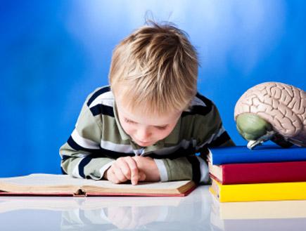 ילד לומד למבחן (צילום: Don Bayley, Istock)