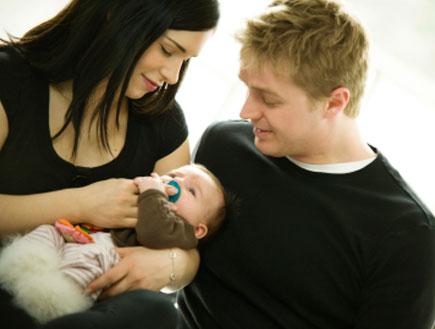 הורים ותינוק- פחדים של אבות (צילום: snapphoto, Istock)
