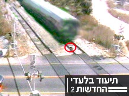 נסיון התאבדות על פסי הרכבת (צילום: חדשות 2)