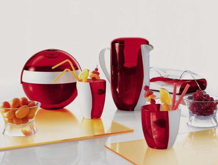 """כוסות וקנקן אדום של טולמנס- עיצוב לקיץ (יח``צ: יח""""צ טולמנ'ס)"""