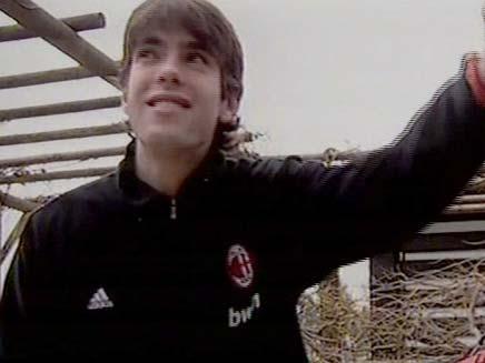 הכדורגלן קאקה נקנה מריאל מדריד (צילום: חדשות 2)