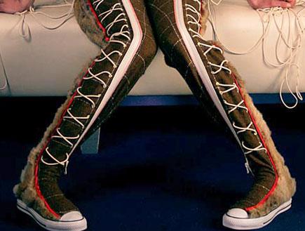 מכנסיים ונעלי אולסטאר