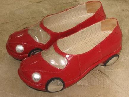 נעליים עם גלגלים