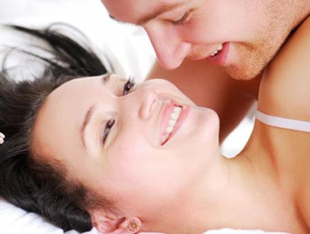 זוג במיטה (צילום: Valua Vitaly, Istock)