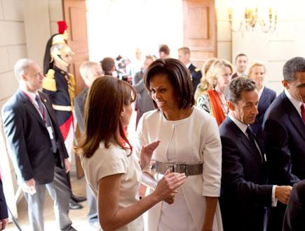 מישל אובמה וקרלה ברוני (צילום: The White House, GettyImages IL)