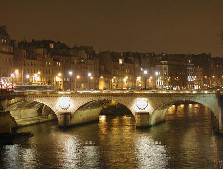 פריז בלילה